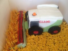Claas combine cake now to make it yellow for lexion!