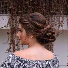 Coque com trança: 65 variações deste penteado charmoso e como fazer Girl Hairstyles, Hairdos, Coco, Dreadlocks, Prom, Hair Styles, Beauty, Nails, Fashion