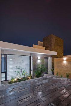 Casa Milán - BCA Taller de Diseño: Casas de estilo moderno por BCA taller de diseño https://www.homify.com.mx/libros_de_ideas/4743159/ladrillo-y-piedra-esta-casa-te-va-a-fascinar-en-veracruz