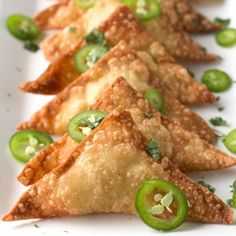 Get that jalapeño popper flavor inside a crispy fried wonton wrapper! Easy Jalapeño Avocado Cream Cheese Wontons are an addictive appetizer everyone loves. # food ideas Jalapeño Avocado Cream Cheese Wontons - Cake 'n Knife Wonton Recipes, Mexican Food Recipes, Snack Recipes, Cooking Recipes, Jalapeno Recipes, Green Chili Recipes, Best Appetizer Recipes, Dinner Recipes, Vegetarian Appetizers
