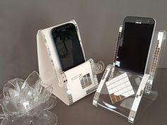 CREAFLEXX : porte-téléphone design Le Creaflexx est une matière qui se thermoforme et permet de fabriquer des objets décoratifs très design comme ces porte-téléphones. Jouez sur la transparence, ou l'opacité en choisissant le Creaflexx opaque ou transparent.