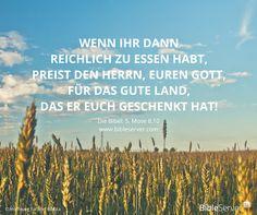 """""""Wenn ihr dann reichlich zu essen habt, preist den Herrn, euren Gott, für das gute Land, das er euch geschenkt hat!""""   #BibleServer   5. Mose 8,10"""