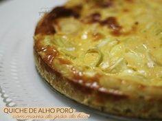 Massa de Grão de Bico – para tortas Receita do Pitadinha  Ingredientes Para a massa  2 xícaras de grão de bico cozido 1 colher de sopa de azeite Sal a gosto Para o recheio   1 caixinha de creme de leite (200 gramas) 3 ovos 1 alho poró (somente o talo fatiado) 100 g de queijo minas picado em cubinhos Pimenta do reino moída na hora
