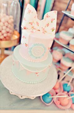 Super cute vintage themed cake