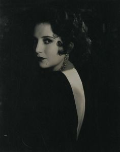 Born: Bebe Virginia Daniels January 1901 in Dallas, Texas, USA Died: March 1971 (age in London, England, UK. Old Hollywood Glamour, Vintage Hollywood, Classic Hollywood, Hollywood Style, Hollywood Icons, Hollywood Actresses, Louise Brooks, Vintage Photography, Portrait Photography