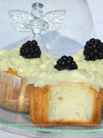 Bucataria casei noastre: Briose cu lamaie, din albusuri / Angel cake Good Food, Yummy Food, Romanian Food, No Cook Desserts, Nutella, Cake Recipes, Sweet Treats, Cheesecake, Deserts