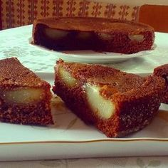 Recept na Chalupářský hruškový koláč z kategorie snadno a rychle, pro začátečníky:  5 hrušek, 100 g másla, 100 g třtinového cukru, 100 g medu (ne...