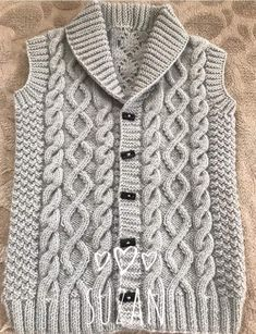 The Most Stylish Vest Cardigan Knitting Models - Kindermode 2020 Pullover Outfit, Cardigan Outfits, Baby Cardigan, Baby Boy Knitting Patterns, Knitting Stitches, Crochet Patterns, Cardigan Pattern, Baby Sweaters, Stylish