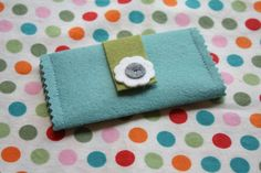 only the essential felt wallet by Craftiness in Not Optional - tutorial