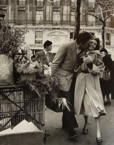 Robert Doisneau - Lovers With Leeks, France ca. 1950. Gamma-Rapho/Getty Images. °