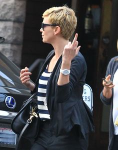 gesture in the form of an elongated middle finger, has become international. It is used by almost everyone including celebrities. More precisely - especially celebrities. Charlize Theron