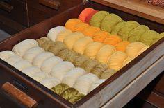 Freche Früchtchen 💛 #gelb #yellow #jaune Shops, Bunt, Colour, Happy, Threading, Color, Tents, Retail, Ser Feliz