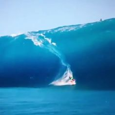 Remembering this humbling moment 🎥 : 🏄: 🏄♂️ * * * Womens surf brand.Surf Bikini, Long Sleeve One Piece, Rash Guard, Surf Leggings and surfer girl clothing.Boho Fashion and Surfergirl streetwear Beautiful Ocean, Amazing Nature, Surfing Videos, Big Wave Surfing, Surfing Girls, Summer Family Photos, Ocean Wallpaper, Surfing Pictures, Surf Trip