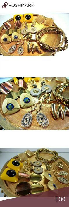 Lot of 9.Modernist art vintage jewelry boho hippie -one pair of gold tone and multi rhinestone earrings    -one pair of gold tone matte gold and aurora borealis earrings    -one pair of gold tone and brass hammered metal earrings    -one pair of vintage yellow and black square headlamp earrings    -one pair of gold tone and tan & cream swirl earrings    -one pair of gold tone and gray with matte gold swirl abstract dangle earrings    -1 pair of gold tone zig zag earrings    -1 studded gold…