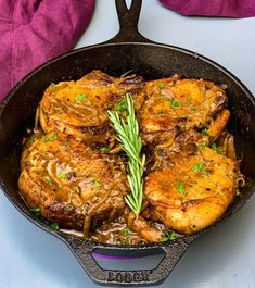 Keto Low-Carb Smothered Pork Chops is a quick and easy pan fried recipe that uses either boneless or bone-in pork loin chops. This classic southern dish is made using a cast-iron skillet to produce breaded chops with brown gravy. Thin Pork Chops, Pork Loin Chops, Boneless Pork Chops, Pork Chop Recipes, Keto Recipes, Dinner Recipes, Healthy Recipes, Spinach Recipes, Skillet Recipes