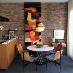 Boomerang for Modern San Diego⠀ See more of these interiors, LINK IN BIO –>⠀ ⠀ #midcenturymodern #midcentury #architecture #design #modern #interiors #modernism #interiordesign @boomerang_for_modern