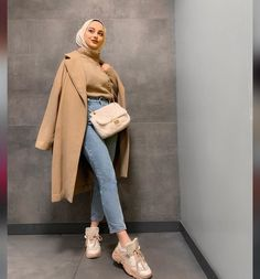 Modern Hijab Fashion, Muslim Fashion, Trendy Fashion, Nude Outfits, Winter Fashion Outfits, Mode Turban, Casual Winter Outfits, Fall Outfits, Hijab Fashionista