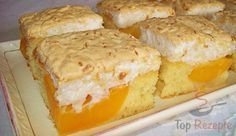 Ein einfacher und toller Kuchen. Wie gemacht für einen Sonntagnachmittag. Die Aprikosen kann man nach Belieben durch anderes Obst ersetzen, aber für uns ist die Kombination von Kokosbaiser und Aprikosen oder Pfirsichen einfach die beste. So einen Kuchen könnte ich ständig anstelle von Keksen essen; er ist erfrischend, ohne eine schwere Creme und ist außerdem nicht zu süß im Geschmack. Obstkuchen sind die besten Arten von Kuchen. Probiert mal dieses Rezept aus meiner Küche.
