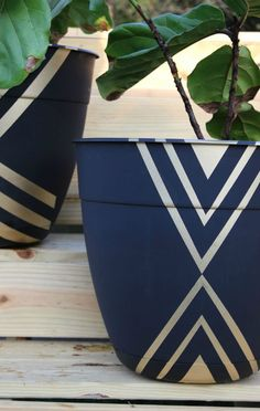 DIY Planter Ideas to Spruce Up Your Porch or Patio – A Wonderful Thought – Diy Garden Paint Garden Pots, Painted Plant Pots, Painted Flower Pots, Glass Garden, Cheap Planters, Modern Planters, Patio Planters, Flower Pot Crafts, Diy Flower