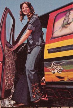 http://flashbak.com/days-of-the-shaggin-wagon-a-look-at-1970s-custom-vans-33431/