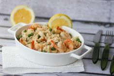 Soft and creamy prawn risotto with peas. Best Risotto, Shrimp Risotto, Risotto Recipes, Pasta Salad Recipes, Dinner Dishes, Main Dishes, How To Make Risotto, Crab Stick, Frozen Shrimp