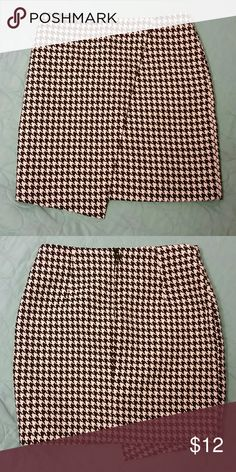 Cute H&M Skirt Like new condition. Skirt length 17 in at its longest. H&M Skirts Mini