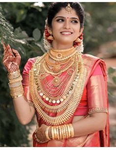 Kerala Hindu Bride, South Indian Bride Saree, South Indian Bridal Jewellery, Indian Wedding Jewelry, Indian Bridal Wear, Bridal Hairdo, Wedding Hairstyle, Saree Jewellery, Kerala Wedding Photography