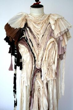 Fabric Manipulation - structured pleats; 3D surface patterns with fabric; textile art // Felicity Brown