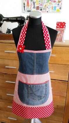 Diese Schürze ist ein echter Blickfang.  Sie eignet sich ideal für ein Geschenk oder......  *Diese schöne Schürze bietet dir die Möglichkeit deine Kleidung vor lästigen Flecken zu schützen und...                                                                                                                                                                                 Mehr