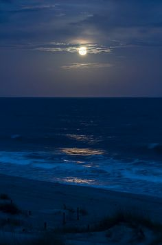 EI - Moonlit Shoreline by Christopher Lane Photography Night Aesthetic, Beach Aesthetic, Blue Aesthetic, Ocean At Night, Beach At Night, Summer Beach, Photo Wall Collage, Picture Wall, Lake Pictures