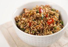 Essayez la #salade de #quinoa aux pois chiches, vinaigrette à la #tomate, comme repas ou comme accompagnement! #cuisinerenfamille