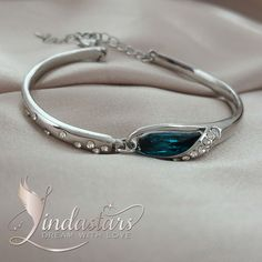 Do you simply love true Beauty? Then this is really one of the hottest and most affordable piece of #bracelet you can get.  https://www.lindastars.com/products/angel-hug-bracelet