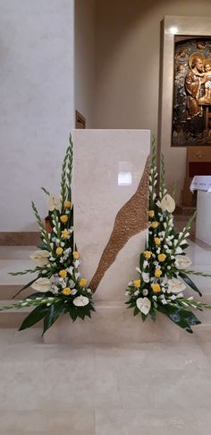 Xmas Flowers, Church Flowers, Large Flower Arrangements, Ikebana Flower Arrangement, Floral Wedding, Wedding Bouquets, Flower Decorations, Wedding Decorations, Simple Centerpieces
