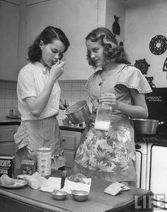 1940s bake a cake 057d88671cb0e1325f3b15e93f881890.jpg (JPEG Image, 736×935 pixels) - Scaled (53%)