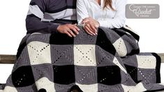 I like to keep a blanket in the car because you never know when you might need it, this Crochet Buffalo Plaid Stadium Blanket is perfect. Crochet Game, Plaid Crochet, Crochet Crowd, Crochet Books, Tapestry Crochet, Love Crochet, Crochet Blankets, Crochet Ideas, Granny Square Häkelanleitung