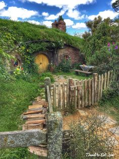 Hobbit Hole in Hobbiton Movie Set