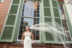 http://julietelizabethblog.com/sarah-charleston-sc-bridal-portraits/#