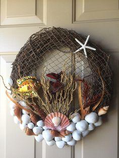 Shell Wreath Fish Wreath fishnet wreath Coastal Wreath - Home Decor Coastal Wreath, Seashell Wreath, Nautical Wreath, Seashell Art, Seashell Crafts, Coastal Decor, Beach Wreaths, Wreath Crafts, Diy Wreath