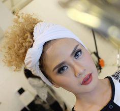 Hair and makeup @raturegina_mua For @batikreunceum photoshoot ( ramadhan and ied series )  #makeupbyraturegina #muabdg #muajkt #muahunter #muabandung #wisudamakeup #weddingmakeup #raturegina_mua #engagementmakeup #makeuptunangan #makeupprewedding #makeupcommercial #hairandmakeup #makeupartistworldwide #makeupartisindonesia http://gelinshop.com/ipost/1524388197537548824/?code=BUntv02BgoY