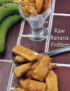 Lose yourself in the scrumptiousness of these yummy bhajias made of raw bananas. The Kela Bhajia is a fabulous tea time snack. Banana Recipes Indian, Indian Food Recipes, Indian Snacks, Indian Foods, Bhajia Recipe, Subzi Recipe, Best Vegetarian Dishes, Tasty Dishes, Vegetarian Cooking