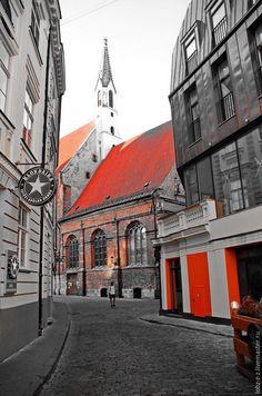 Picture of Riga / Рига. Красное на сером. - ярко-красный, фотокартина, фотокартина для интерьера, фото, фото в подарок