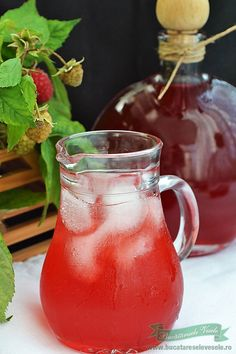 Sirop de Zmeura la Rece Best Pickles, Romanian Food, Romanian Recipes, Moscow Mule Mugs, Smoothies, Deserts, Food And Drink, Cooking Recipes, Drinks