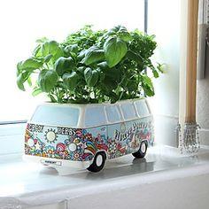 Convierte la furgoneta hippie de Volkswagen en la casita de tus plantas.