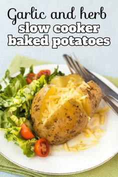 Garlic and herb slow cooker baked potatoes - a totally hands-off method for making slow cooker baked potatoes, coated in a beautiful garlic butter mixture! Such an easy and delicious lunch or dinner. #bakedpotatoes #slowcookerbakedpotatoes #jacketpotatoes Baked Potato Fillings, Baked Potatoes, Pork Broccoli, Perfect Baked Potato, Potato Sides, Summer Dishes, Veggie Recipes, Meatless Recipes