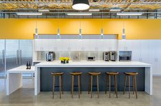 Office Tour: Gensler Offices – Oakland - Walls to workstations Office Tour: Gensler Offices – Oaklan Corporate Office Design, Office Space Design, Corporate Interiors, Office Interior Design, Office Interiors, Kitchen Interior, Office Designs, Office Kitchenette, Kitchen Office
