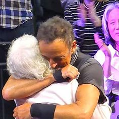 See Bruce Springsteen bring 91-year-old woman on stage to be 'Dancing in the Dark' partner http://shot.ht/218DYb8 @EW