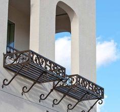 21 Ideas white pergola patio curb appeal for 2019 Wrought Iron Window Boxes, Wrought Iron Decor, Iron Balcony, Balcony Railing, Balcony Plants, House Plants Decor, Potted Plants, White Pergola, Pergola Patio