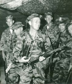 The Carbine was introduced into Vietnam by French troops during the late in their war with the communist Viet Minh forces. Us Special Forces, Military Special Forces, Military Guns, Military History, Usaf Pararescue, Army Green Beret, Marine Recon, Vietnam War Photos, Paratrooper