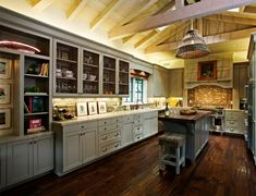 Classic Grey French Country Kitchen Designs Ideas in Kitchen Idea Country Kitchen Island, English Country Kitchens, Country Kitchen Farmhouse, Country Kitchen Designs, Modern Farmhouse Kitchens, Outdoor Kitchens, Best Wood Flooring, Kitchen Flooring, Country Kitchen Accessories