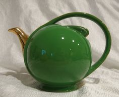 Hall Airflow Teapot, hard to find, belongs in my collection...